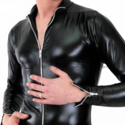 TOP LATEX ROUGE BORD NOIR