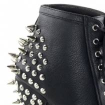 BOTTINES CLOUTEES